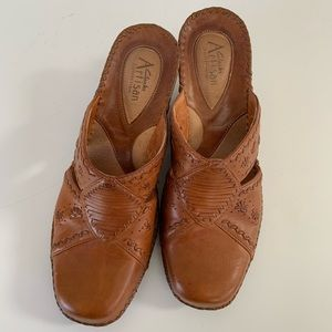 CLARKS Artisan Collection Clogs Size 8.5M